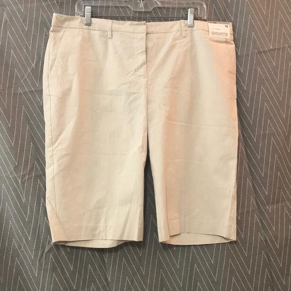 New York & Company Pants - Knee length shorts